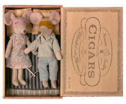 Mum & Dad mice in cigarbox