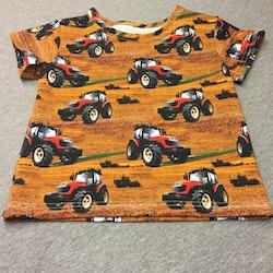 501 T-shirts Traktorer på brun botten
