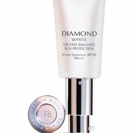 DIAMOND WHITE SPF50 PA+++ OIL-FREE BRILLIANT SUN PROTECTION