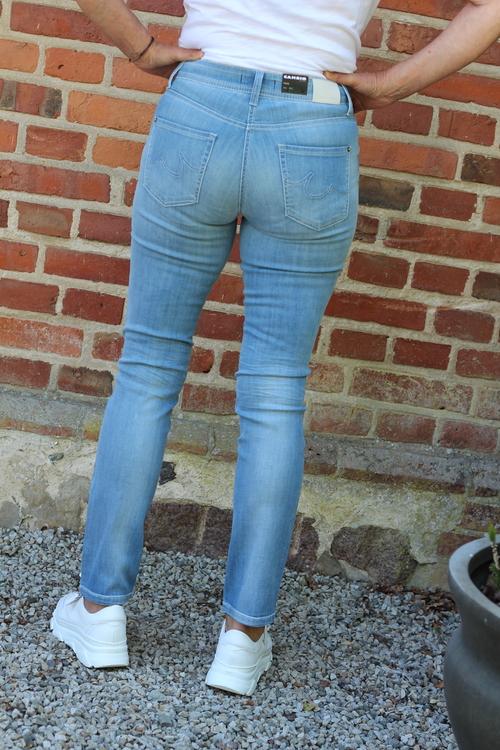 Cambio ljus jeans Parla