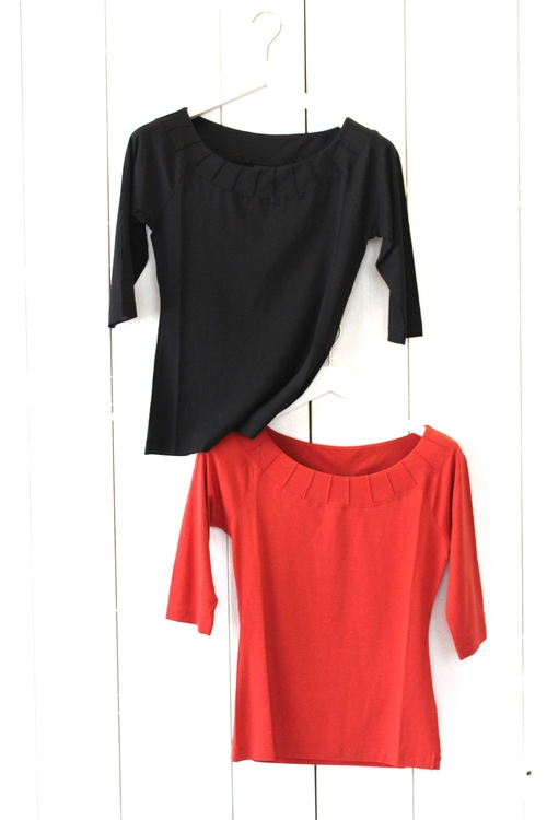 T-shirt från Bitte Kai Rand, finns i rött och svart