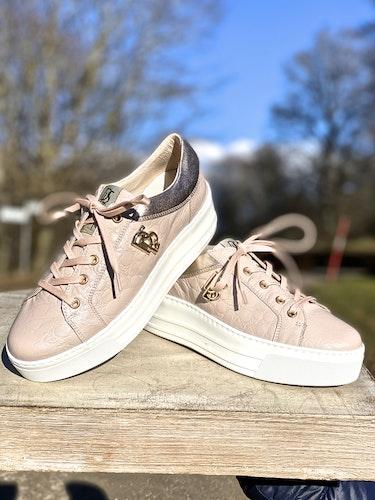 Puderrosa sneakers från DLsport