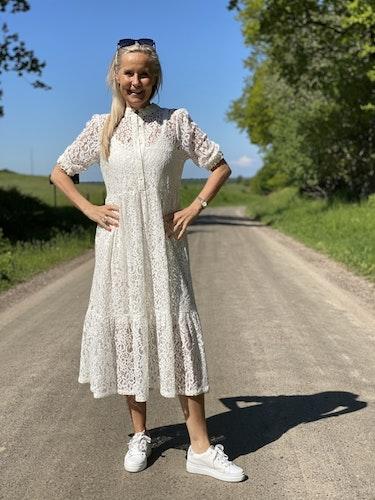 Vit spetsklänning från Rosemunde
