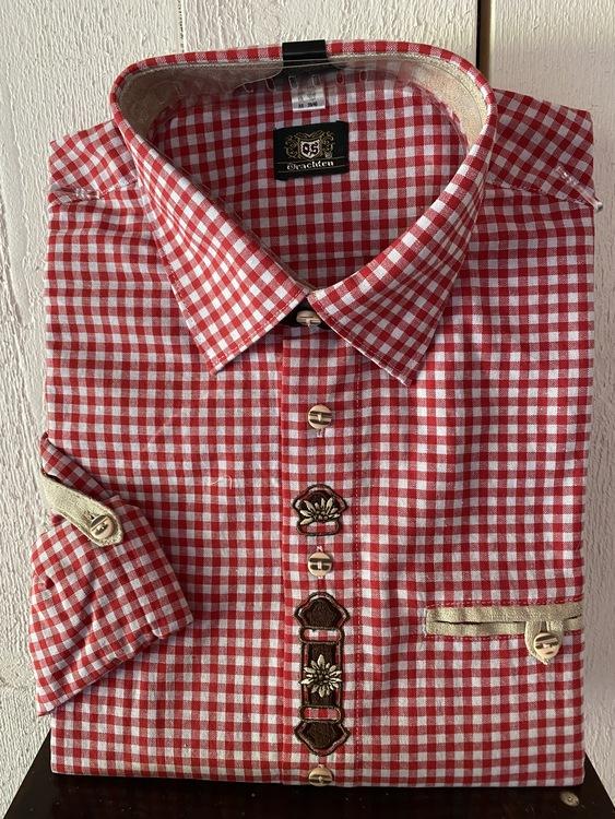 Rödrutig herrskjorta med fina broderier