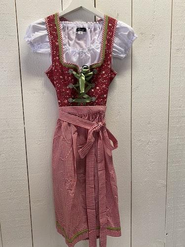 Röd klänning till Oktoberfesten