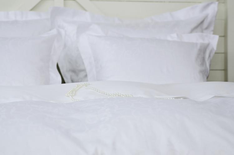 Påslakanset Giselle Egyptisk satin av makobomull. 1 st påslakan 150 x 210 + 1 st örngott 50 x 60 Louise Dream Collection