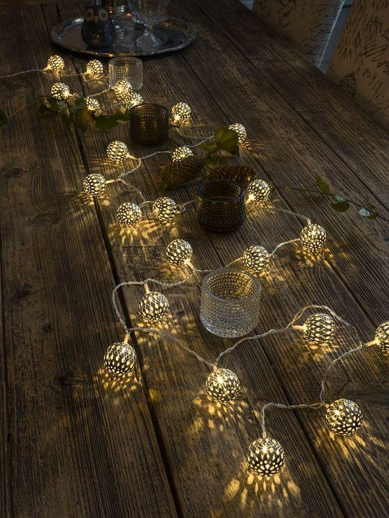Konstsmide 3m ljusslinga, 24st Metallbollar, Vit