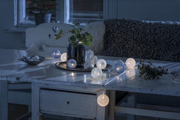 Konstsmide, 1,8m ljusslinga, 10st garnbollar, Batteri, Vit/Blå/Turkos
