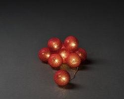Konstsmide, 1,8m ljusslinga, 10st garnbollar, Batteri, Röd