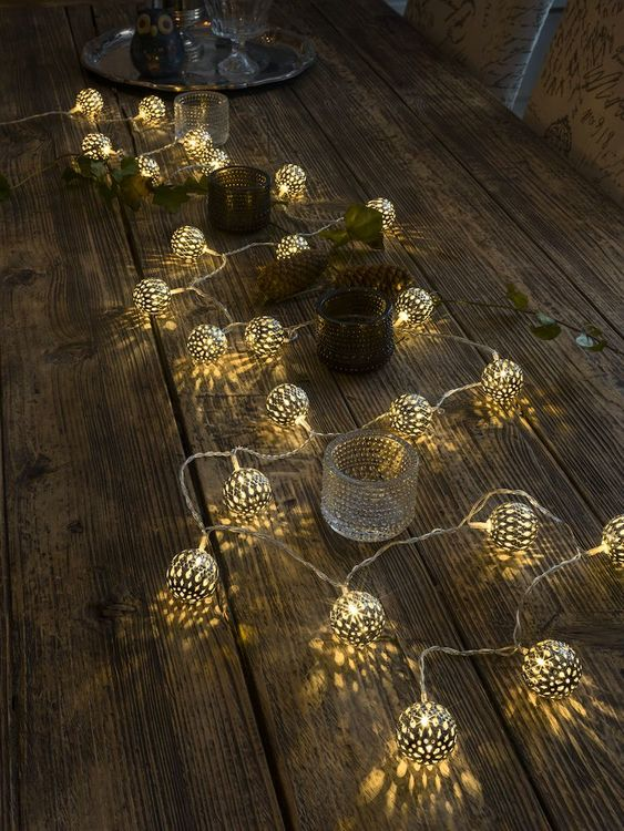 Konstsmide 3m ljusslinga, 24st Metallbollar, Guld