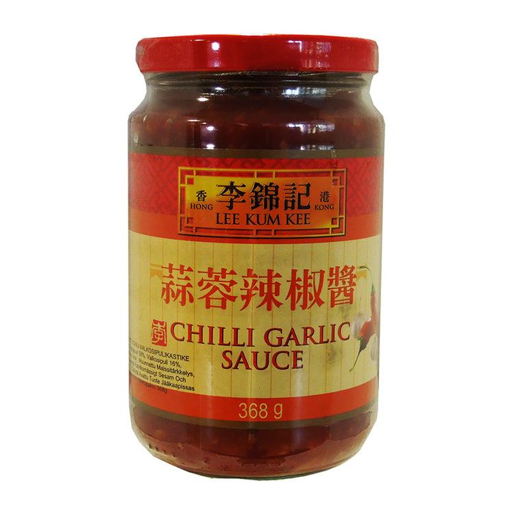 Chili vitlökssås Ingredienser: saltade chili peppar 59%, watten, socker, risvinäger, vitlök 5%, modifierat majs stärkelse, acid E260.