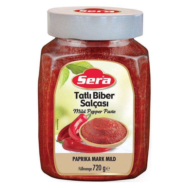 Biber salcasi är en typ av tjock, djuptröd pasta gjord på paprikapuré.
