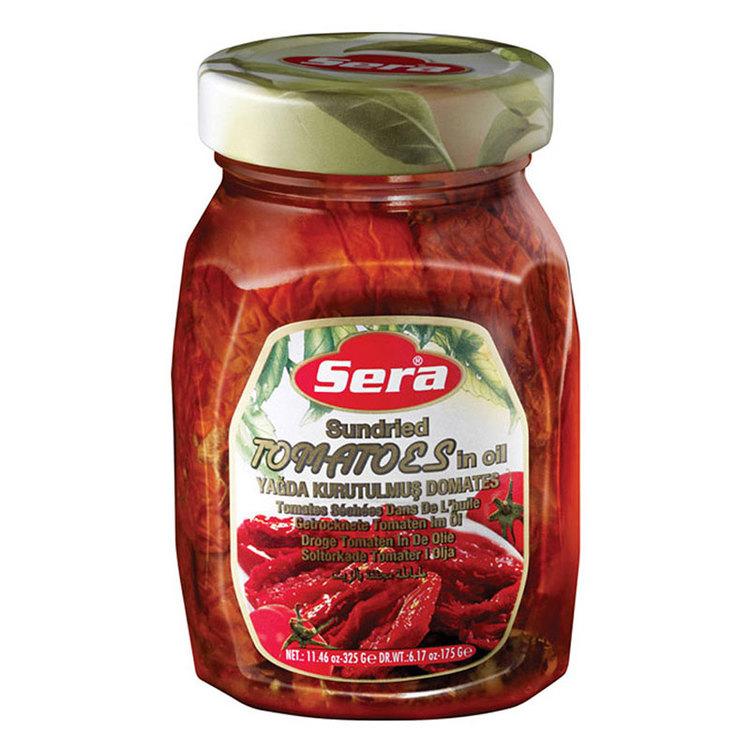 Soltorkade tomater ger en fyllig tomatsmak till röror, grytor, såser, paj och pizza eller på en macka med avokado, rödlök och lufttorkad skinka.