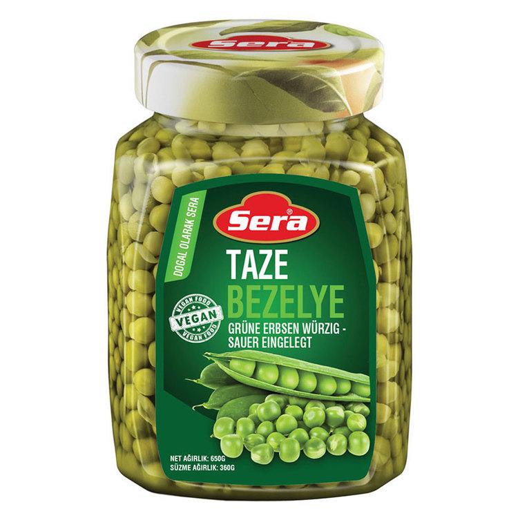 Konserverade gröna ärtor från Sera. Produkt av Turkiet.