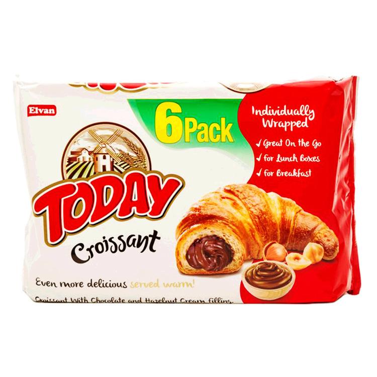 Croissant med chokladkräm och hasselnötskräm fyllning, produceras i ugn och svalnar naturligt.
