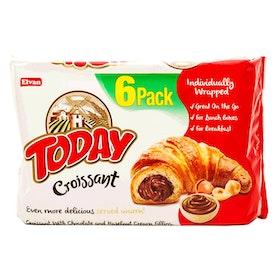 Croissant med chokladkräm och hasselnötskräm fyllning
