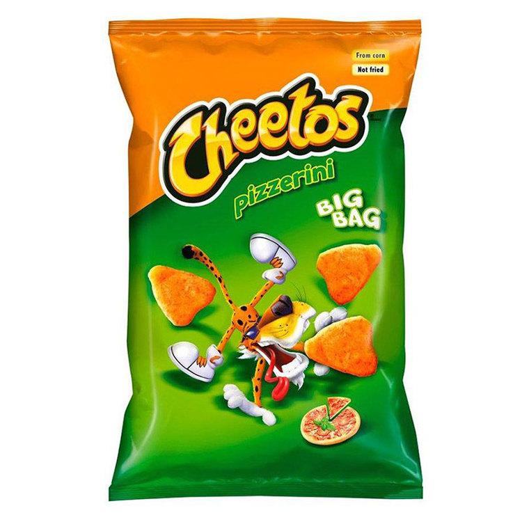 Cheetos Pizzerini majssnacks är formade som pizzaslices och smakar som pizza! produkt av Polen.