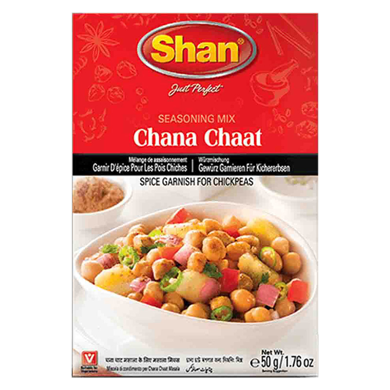 Kryddgarnering till kikärtor. Chana chaat  kan jämföras med en kikärtssallad. Det är ett populärt indiskt mellanmål där kokta kikärter rörs om med färskskurna lökar, tomater, tamarindchutney, malda ar
