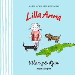 Lilla Anna tittar på djur