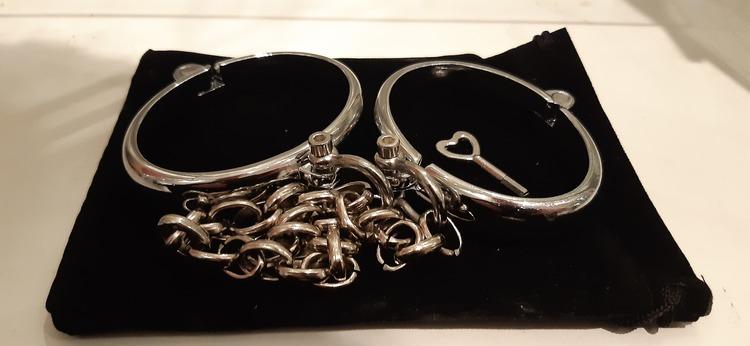 Handbojor i metall