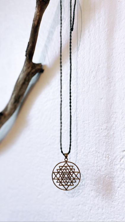 Sri Yantra halsband på makramé