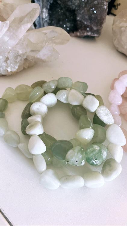 Ny jade/Serpentin, armband större pärlor