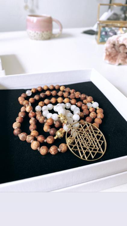 Sri Yantra med Bodhi Seed och Månsten