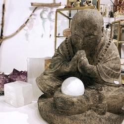 Beende munk, ljushållare
