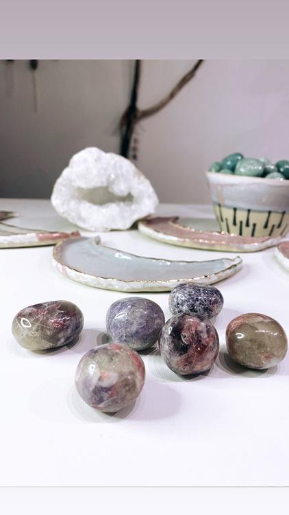 Lepidolit med rosa turmalin, Cuddle stone