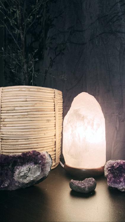Vit saltsten, lampa