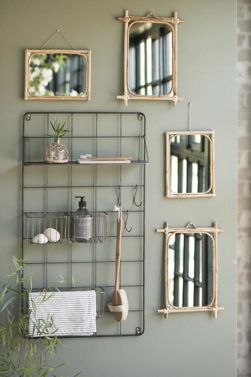 Spegel med kanter av bambu