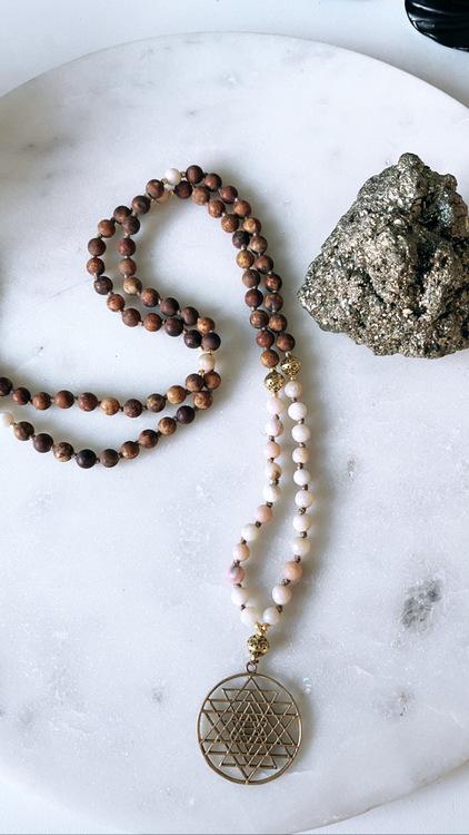 Sri Yantra med Bodhi Seed och Fire opal