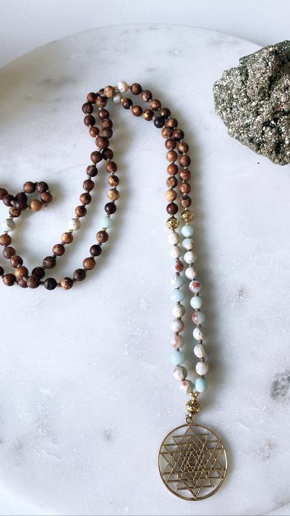 Sri Yantra med Bodhi Seed och Multi Amazonit