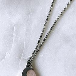 Halsband, måne på berlock i rosenkvarts