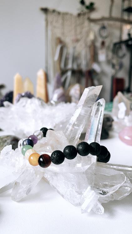 Chakra & lava, kristallarmband