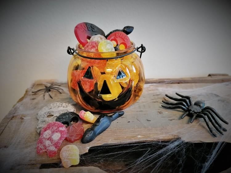 Godisfylld halloweenlykta (endast tillsammans med fruktleverans)