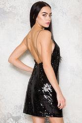 Scandal Dress - BlackFestlig paljettklänning med öppen rygg.
