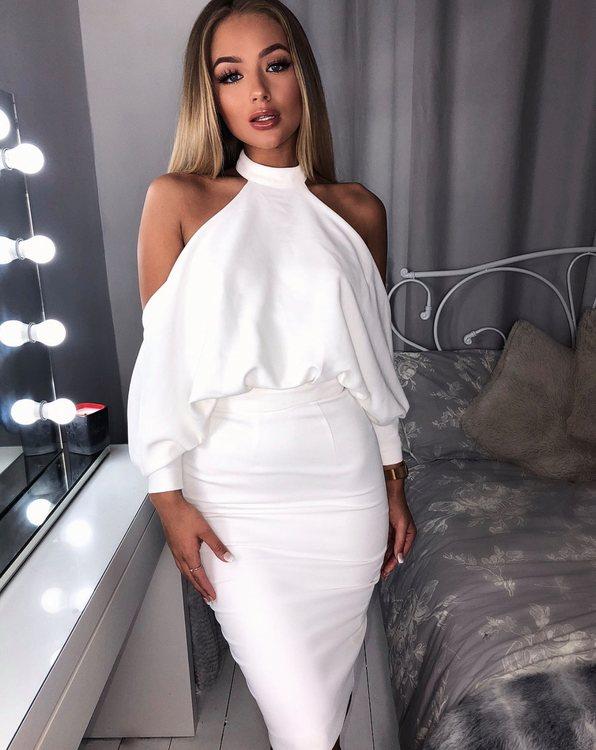 Vit klänning med öppna axlar - Angela
