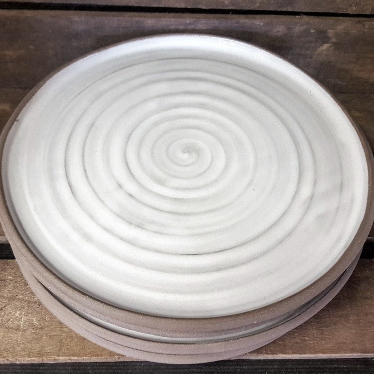 Tallrik, vit med grå kant