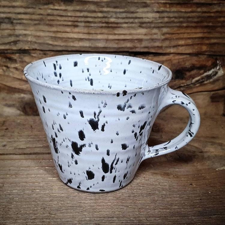 Prickig mugg, svart-vit