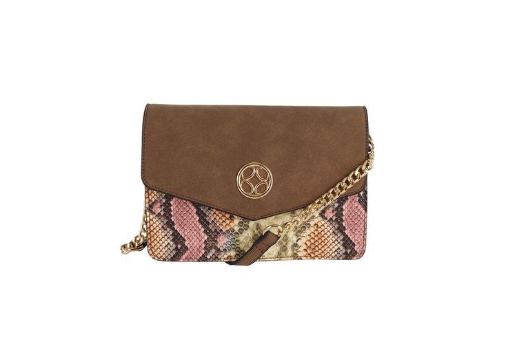 Ulrika design väska i mocka och ormskinnsmönster guldfärgad kedja