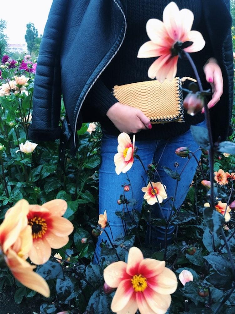Väskor nypd Axelväska Alexis gul med kedja