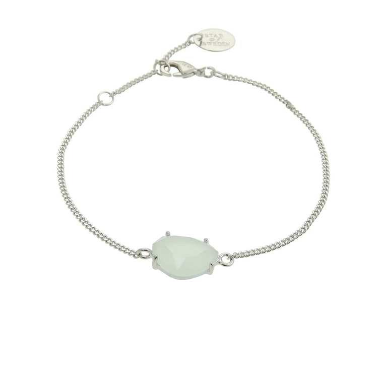 Klassiskt armband i silver med grön sten