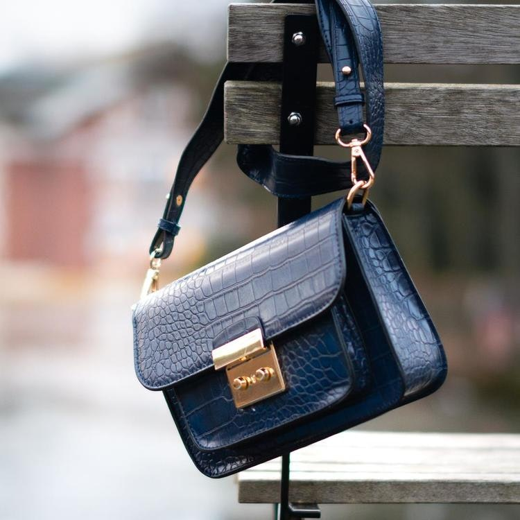 Strap bag Blå väska konstskinn