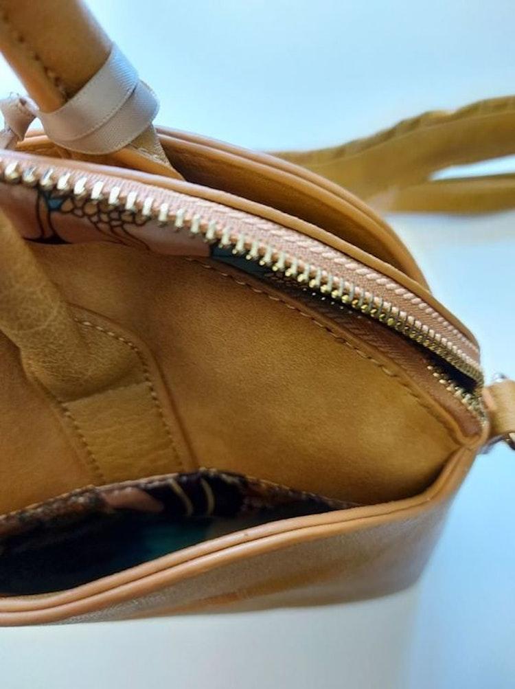 Handväska + axelrem gul halvmåne Ulrika Design