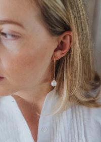 Mossa Hanging Earrings Pearl