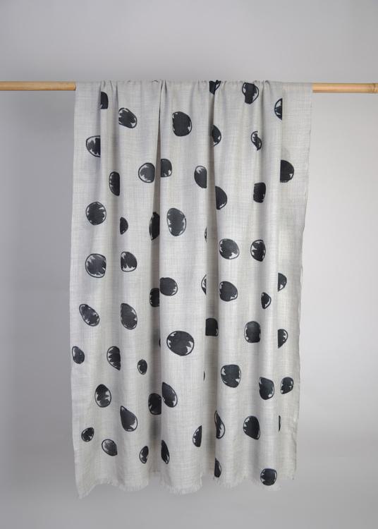 Wool Wrap Dott Black
