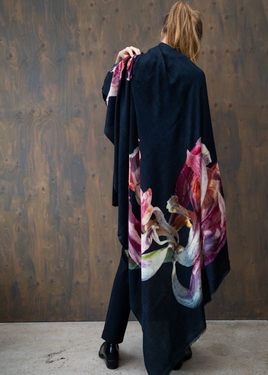 Wrap Withering Tulip Black