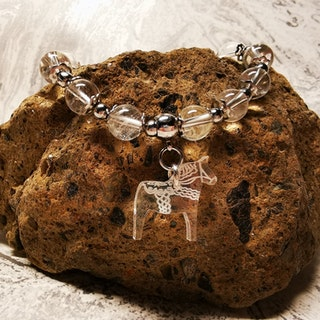 Bergkristall armband med Dalahäst