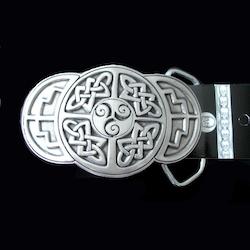 Bältesspänne i tenn med keltiskt motiv